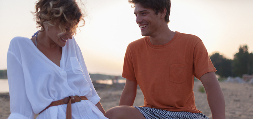 SexyCasualPartnersFlirtingonBeach-850x400